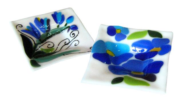 talerzyki Niebieskie kwiaty kolekcja Niebieskie kwiaty fusing BasoLe