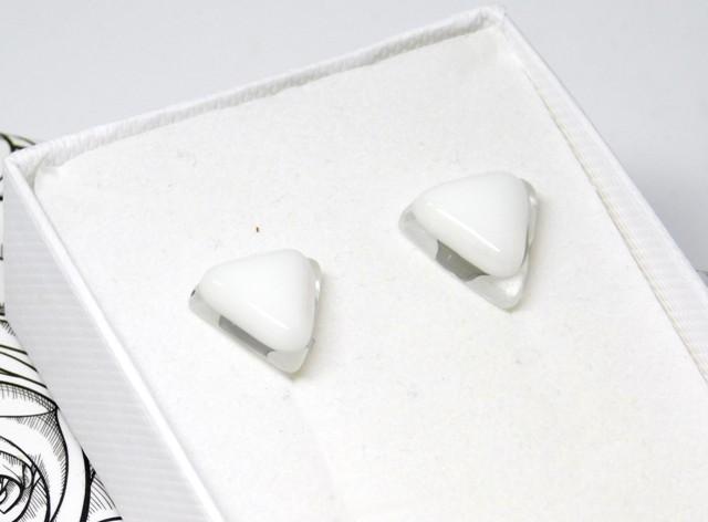 Kolczyki Szklane trójkąty białe